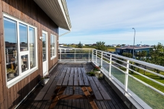 Three-bedroom-upper-floor-apartment-with-balcony